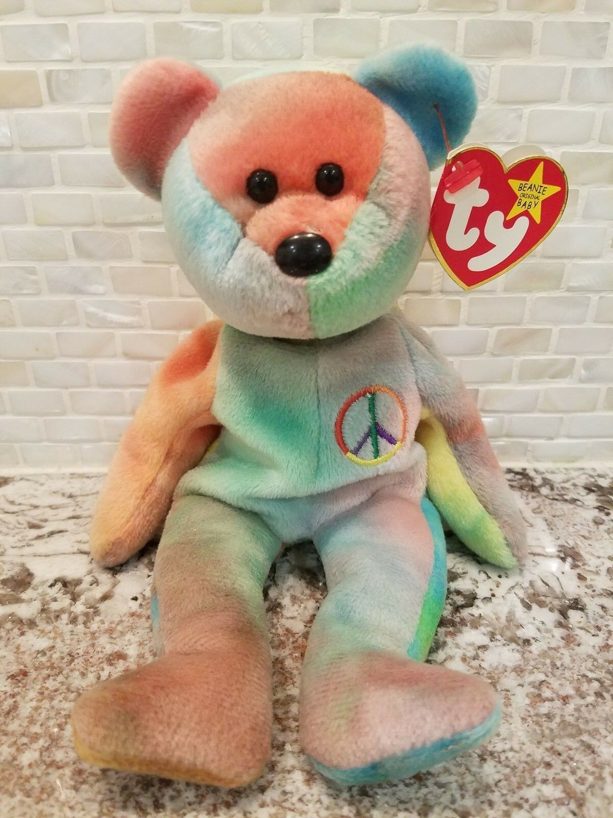 beanie babies phenomenon Crazes prior to beanie babies took years to gain traction, however beanie babies were able to become a worldwide phenomenon within months due to the ability of people to create web pages and share information on the internet.