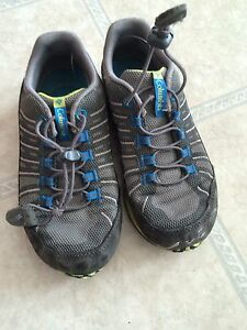 Boys sz 13 Columbia shoes
