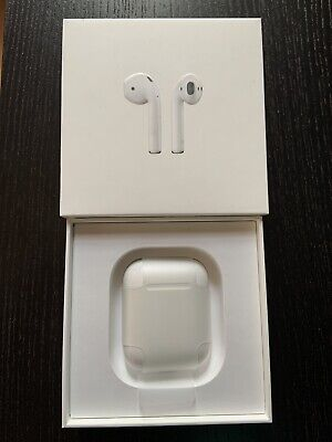 Apple AirPods with Charging Case And Original Box, Mint Conditio, 1st Gene