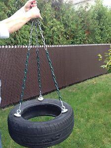 Balançoire avec chaîne et pneu