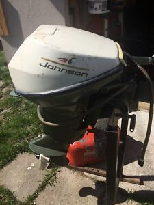 9.5 hp Johnson outboard runs great with 2 tanks and hoses