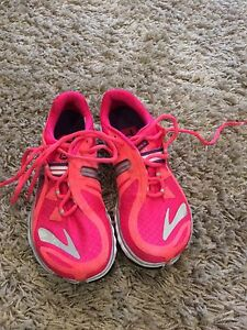 Brooks Size 7.5 Women's Running Shoes Kitchener / Waterloo Kitchener Area image 1