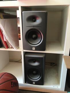 Jbl studio monitors lsr2300
