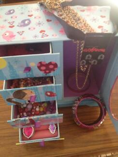 Childrens Play Jewellery Box and Play Jewellery included Safety Bay Rockingham Area Preview
