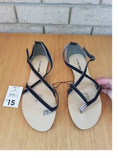 e065e13da185 NEW LADIES CROSSOVER SANDALS - SIZE 10 - KMART