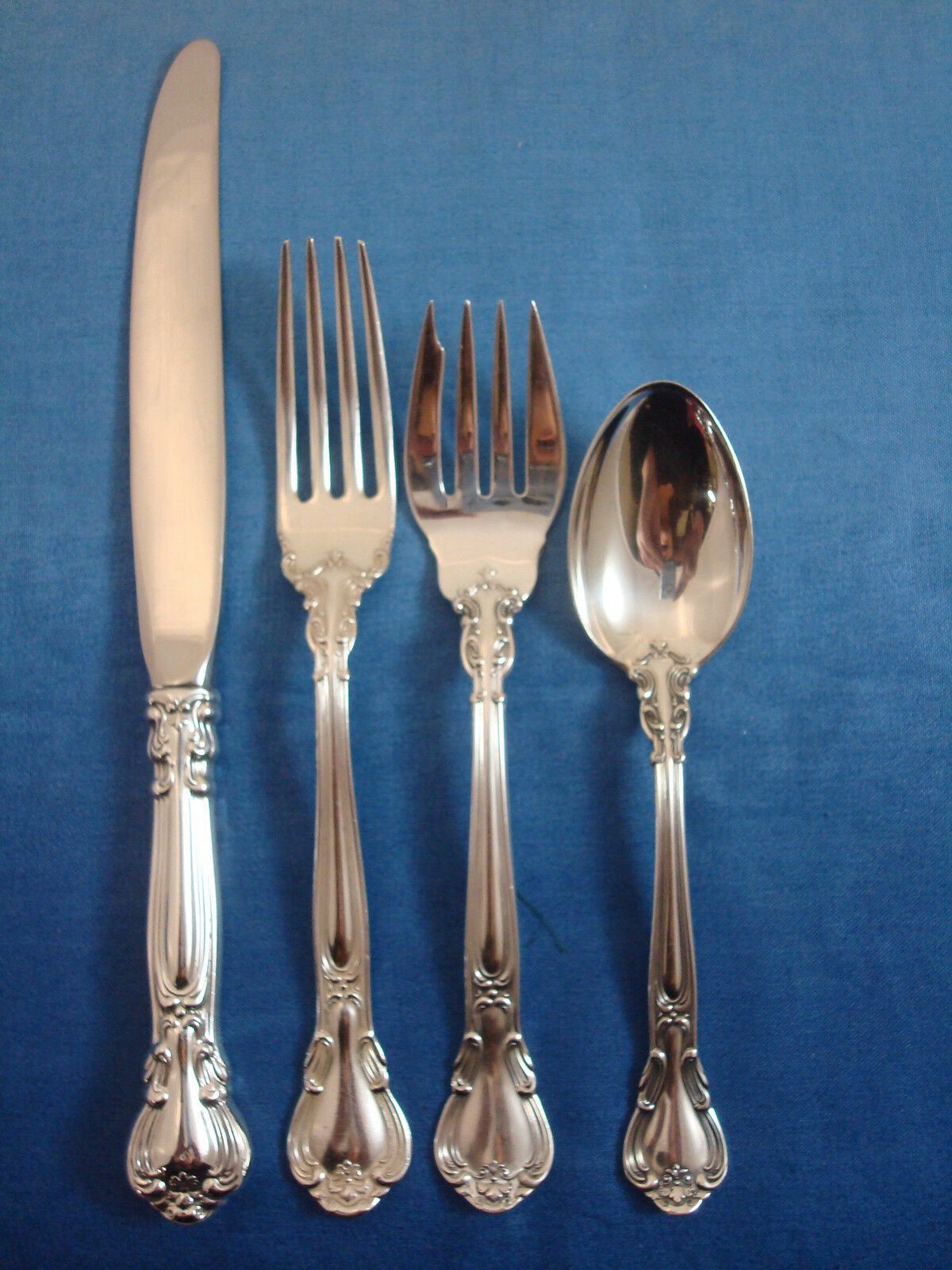 chantilly by gorham sterling silver flatware set for 8. Black Bedroom Furniture Sets. Home Design Ideas
