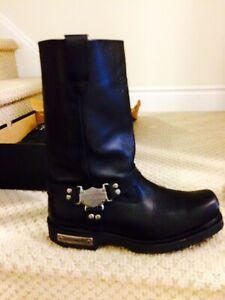 Selling  a pair of Harley Davidson boots