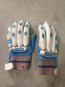 Kids Cricket Gloves Thornton Maitland Area Preview
