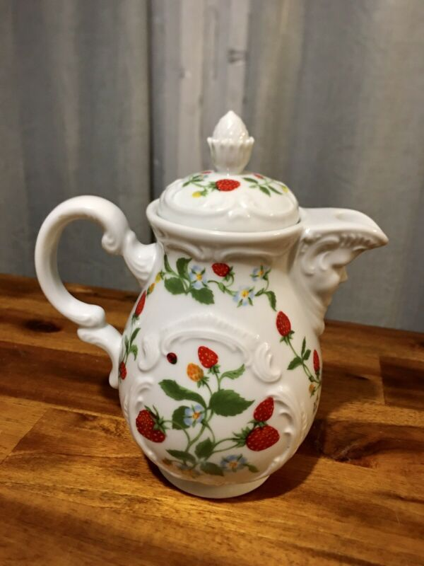 Beautiful Vintage 1981 Estee Lauder Porcelain Strawberry Porcelain Pitcher, Nice