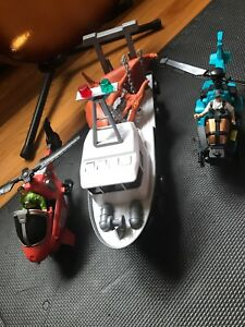 Helicopters figured and boat with dinosaur
