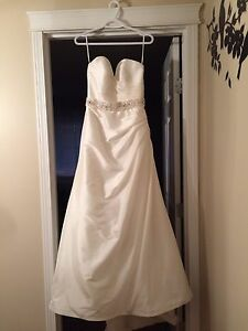 Beautiful wedding dress for sale!