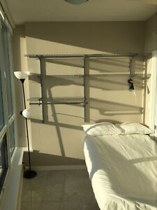 SUNNY FURNISHED ROOM FOR RENT. (DOWNTOWN)