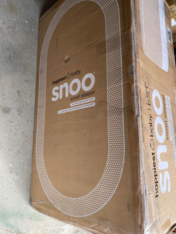 SNOO Smart Sleeper Bassinet - Brand New - Sealed in Box!!