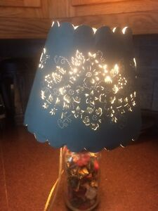 Potpourris lamp with shade