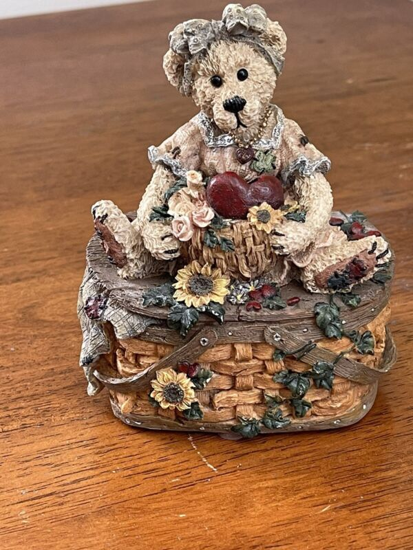 Boyds Bears Momma San Francisco Music box company Perfect For Mother's day
