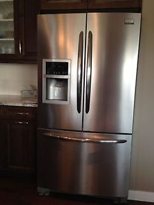 Stainless steel fridge-ice maker/water dispenser
