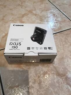 BRAND NEW IN BOX Canon IXUS 190 - 20 MP Camera