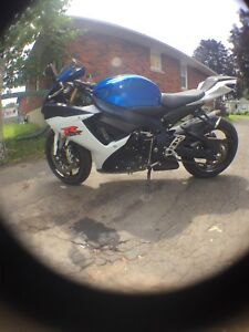 750 GSxR for sale 2012...9000km! ***like new***trades