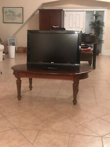 LG 32 inch Widescreen TV with a Built in Stand