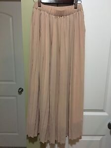 Pleated long skirt - size S
