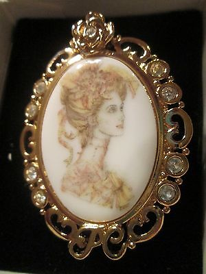 AVON BEAUTIFUL**PRESIDENT'S CLUB FEMALE CAMEO PIN **1994/1995**NnoB**OLD STOCK