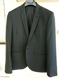 Black Pin Tripe Suit (Roger David) Prospect Prospect Area Preview