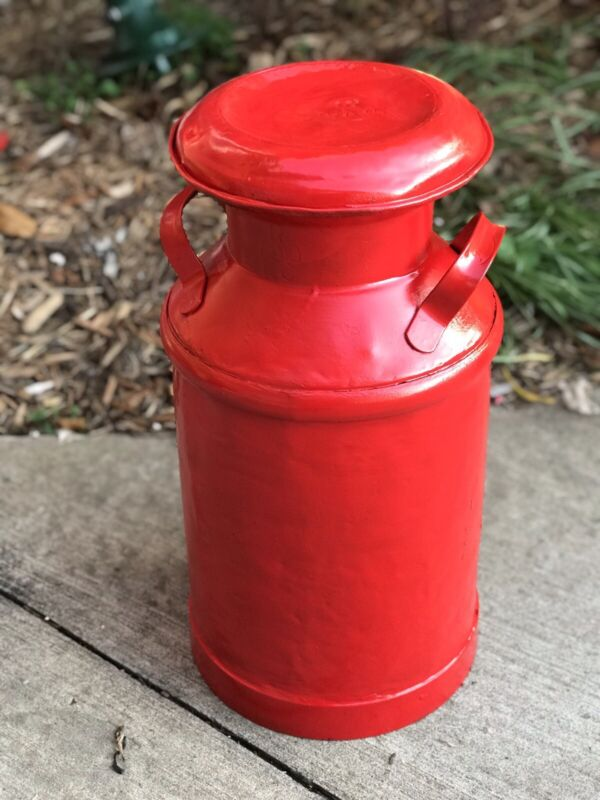 Super nice Red 5 Gallon Milk Can Great Condition Country / Cowboy / Decorators