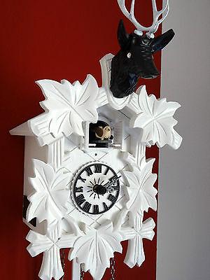 Moderne Design Kuckucksuhr Quarz Uhr Hirschkopf weiß schwarz mit Kristallaugen