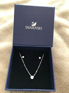 Swarovski matching set earrings and necklace Aspendale Gardens Kingston Area Preview