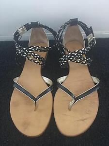Witchery Ladies Black/Gold Leather Sandals Size 40 Highgate Hill Brisbane South West Preview