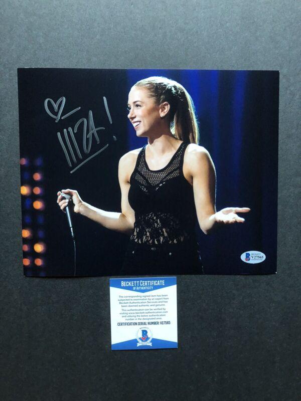 Iliza Shlesinger autographed signed 8x10 photo Beckett BAS COA Sexy Comedian Hot