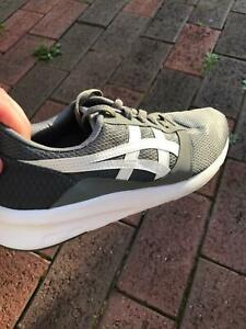 ASICS lyte jogger  in immaculate condition