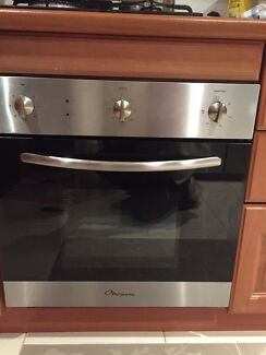 Electric built- in 60cm oven and gas cooktop