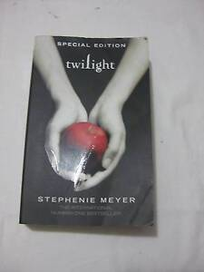 twilight - Stephanie Meyer - Int'l number one best seller Windsor Hawkesbury Area Preview