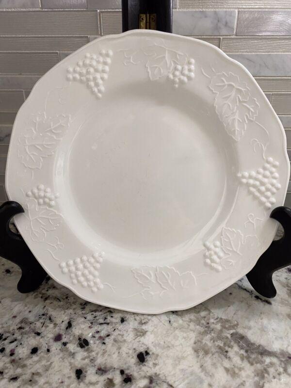 """Set of 4 Vintage White Milk Glass Harvest Grapes Panel 9.75"""" Edged Dinner Plates"""