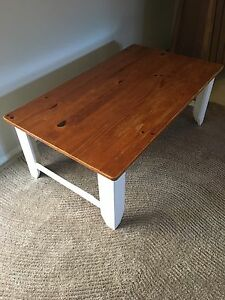 Solid timber coffee table Newcastle Newcastle Area Preview