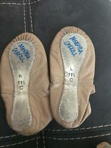 Girls ballet pull on shoes