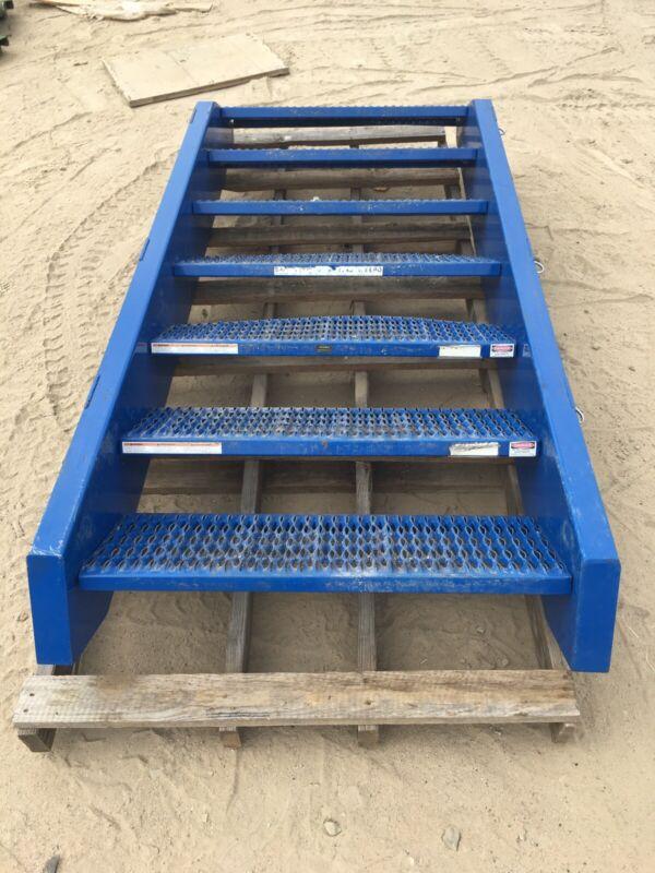 "Stairs 7-Step Stair Tower Platform - Blue 94.5"" x 41"" x 12"" Global Industries"