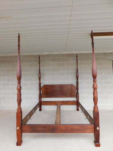 Henredon Mahogany Chippendale Style Queen Size Poster Bed