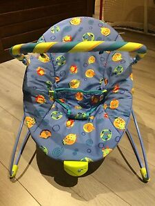 Vibrating bouncer chair