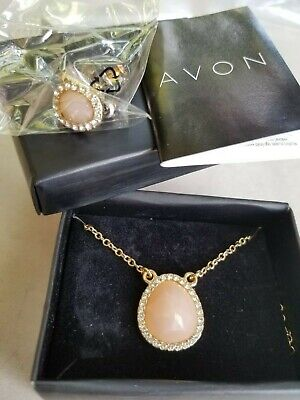 NEW W BOX AVON NECKLACE EARRINGS SET CORAL COLOR CRYSTALS GOLD COLOR -
