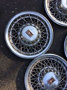 Wire wheel hubcaps