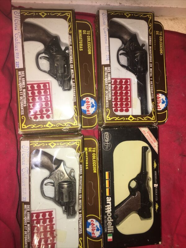 Lot of 4 Vintage miniature armodelli and coibel cap  pistol collection