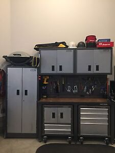 Garage tool bench with cabinet's