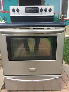 Fridgedaire, electric, flat top stove