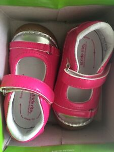 Stride Rite size 5M Girls Pink Shoes