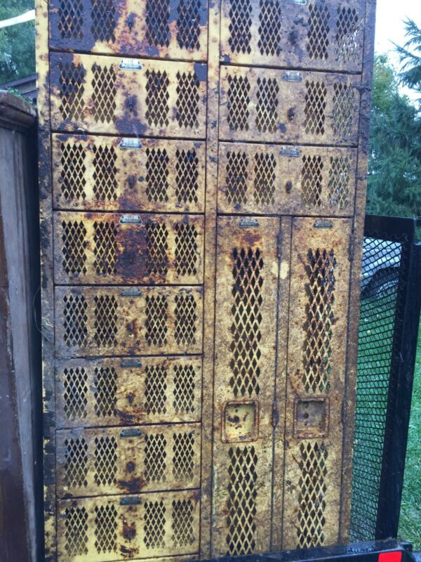 VTG Mesh Locker Pod 12 Doors Total Yellow Rusty
