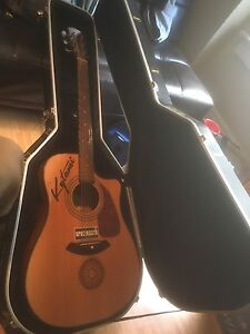 Electric acoustic fender with hard case