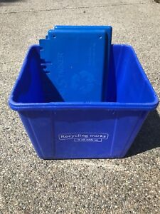 Recycle bin with wall mount