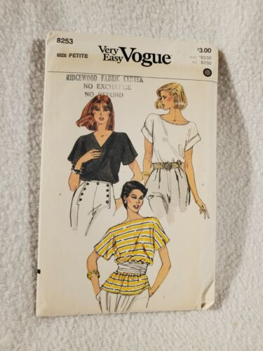 Vtg Vogue Very Easy Sewing Pattern No. 8253 - Misses Top Size Petite / Small
